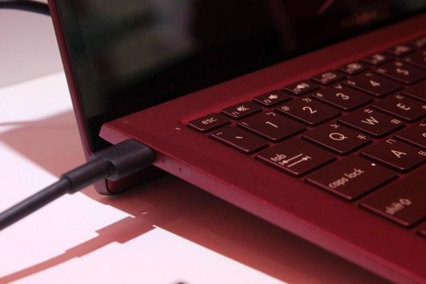 時尚絕配!ASUS ZenBook S 勃根第酒紅色 X 限量聯名手拿包今登場 IMG_9519