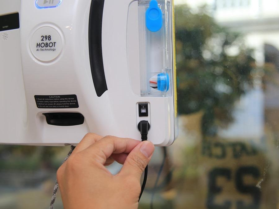 歲末大掃除讓HOBOT-298玻妞擦窗機器人幫忙,讓玻璃輕鬆恢復光亮 IMG_9019