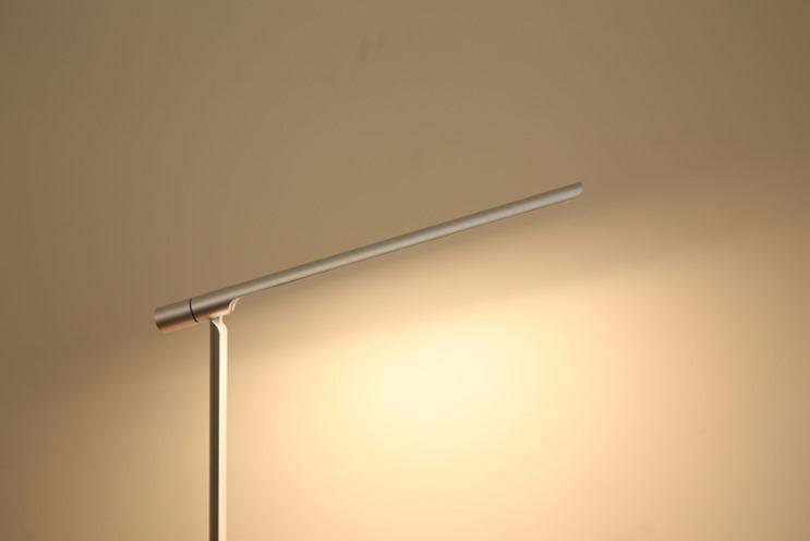 小L 2代無線充電護眼燈開箱,零藍光不傷眼,亮度色溫都可自由調整 image009