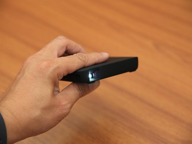 QHL酷奇口袋輕巧無線投影機,手掌大小免插電就能無線投出百吋畫面(支援蘋果/安卓) IMG_9078