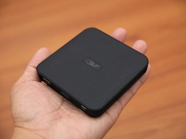 QHL酷奇口袋輕巧無線投影機,手掌大小免插電就能無線投出百吋畫面(支援蘋果/安卓) IMG_9087