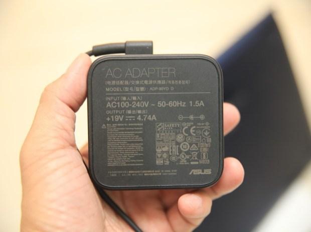 美‧力無邊ASUS ZenBook 15 UX533FD 開箱,全球最小15.6 吋筆電,電池續航力長達 16 小時! IMG_9217