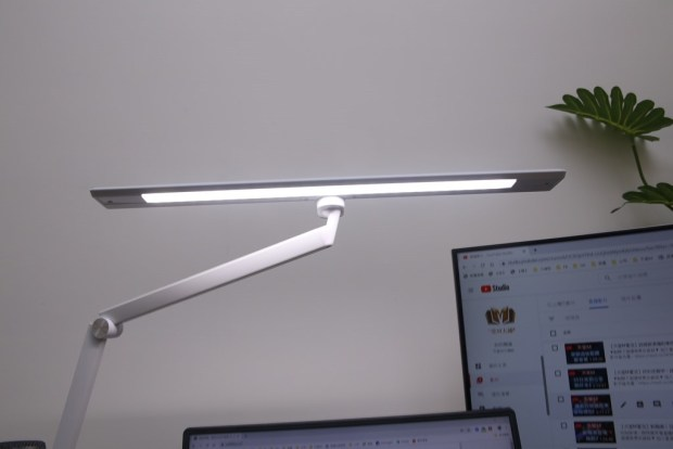 「Artso 亞梭傢俬LED雙臂優閱燈」好開箱,不佔空間、大範圍照射、可調色溫、桌面百搭設計! IMG_9977-1