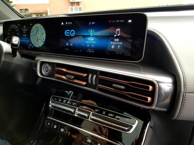 [試駕] 讓人合不攏嘴的賓士首款電動車 Mercedes-Benz EQC 400 4MATIC 運動版 20200502_140256