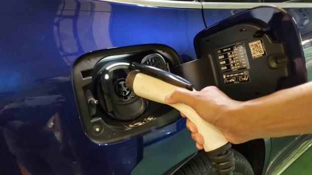 [試駕] 讓人合不攏嘴的賓士首款電動車 Mercedes-Benz EQC 400 4MATIC 運動版 20200502_162100