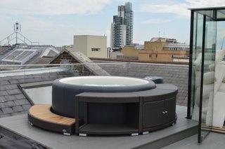 Vue d'une photo d'un spa sur balcon