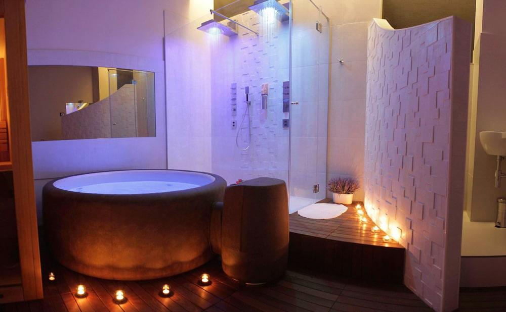 Le spa Softub présent à l'intérieur d'un gite