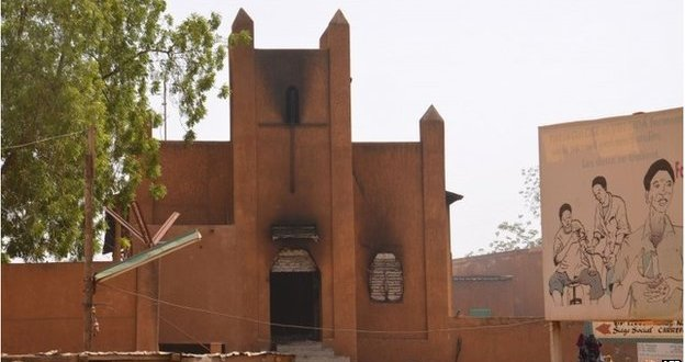 Charlie Hebdo: Niger protesters torched 45 churches