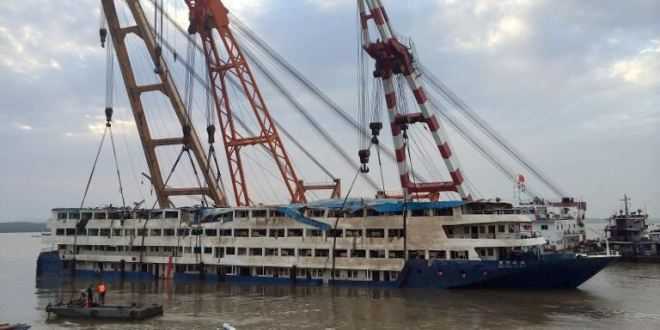 Nearly 400 dead in China ship sinking as search for bodies widens