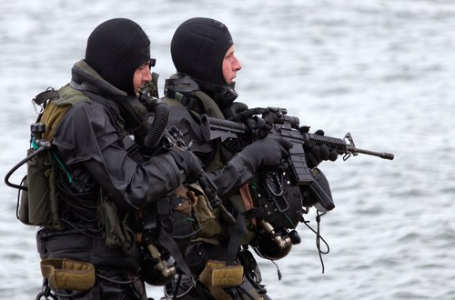 Here's how Navy SEALs take down a hostile ship