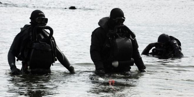 Russian special forces prepare for underwater combat in training video | Daily Express