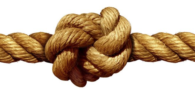 Scientists tie the tightest knot ever achieved | ScienceDaily