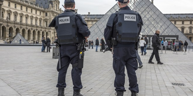 French soldier shoots attacker outside Louvre | BBC News