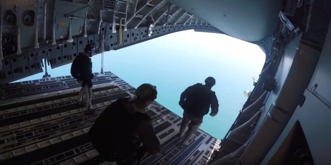 Crazy video shows Special Ops training team tossing stealthy boats out of a C-17 cargo jet — and then jumping out themselves | Business Insider