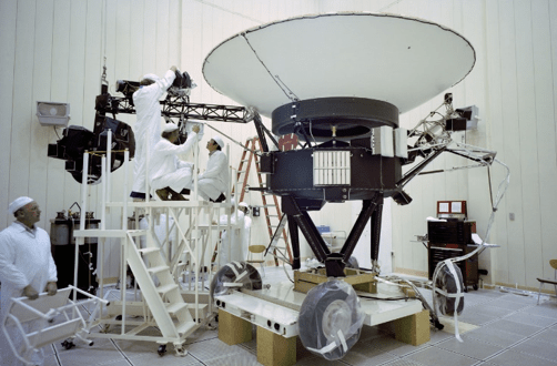 NASA's Voyager 2 survives glitch, gets back to interstellar science | CNET
