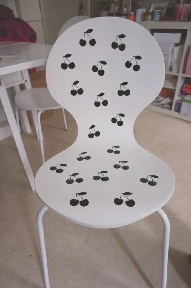 chaises stickers pom cerises