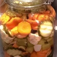 Hjemmelaget pickles, fermenterte grønnsaker