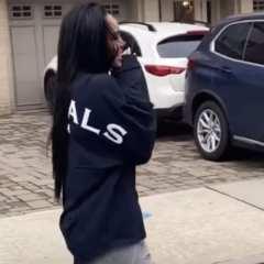 50 Cent Surprises Girlfriend Cuban Link W: Gros cadeau