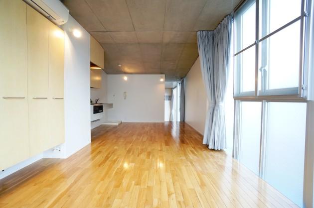 S.N HOUSE109号室LDKベッドルームとつながるステップフロア|SOHO東京