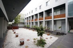 【募集終了】中庭の緑と回廊を囲む、ギャラリーの様なSOHO。