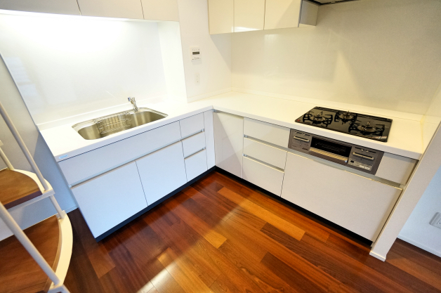 grandtresor_hiroo-403-kitchen-01-sohotokyo