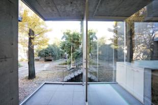 【募集終了】羽根木のデザイナーズ、森に囲まれた無機質空間