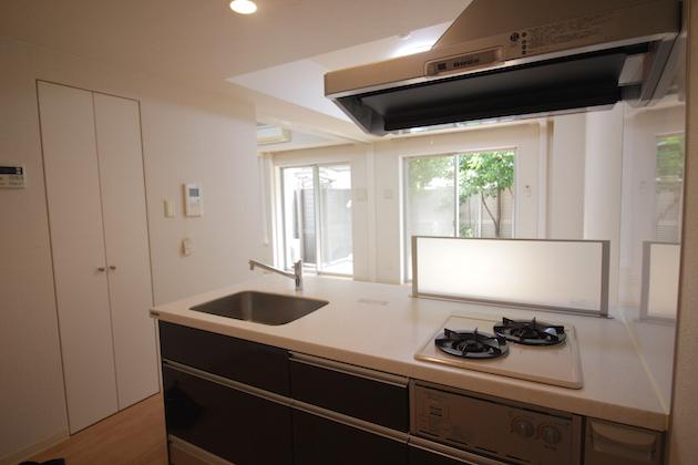 hulic_residence_sangubashi-104-kitchen-01-sohotokyo