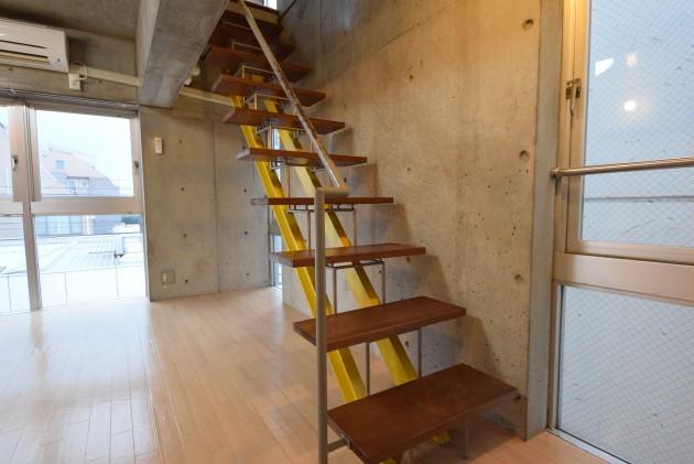 Senzoku_HK_building-stairs01-sohotokyo