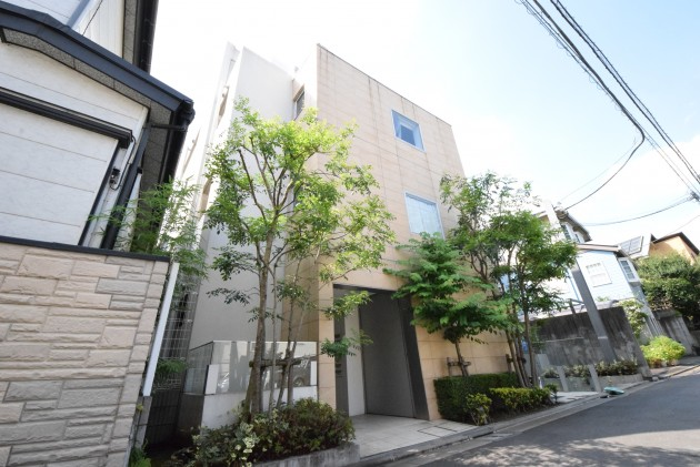 moderia_brut_sangubashi-402-facade-02-sohotokyo