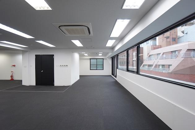 【募集終了】新宿エリア、2駅利用可能なモノトーン上質オフィス