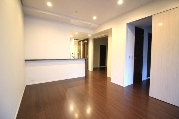 proud_nihonbashimitsukoshimae-807-livingroom-01-sohotokyo