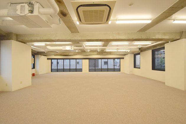 池尻大橋、特徴的な外観フォルムの天井高オフィス。