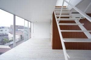 中野のSOHO、ルーフバルコニーと回廊式の室内空間
