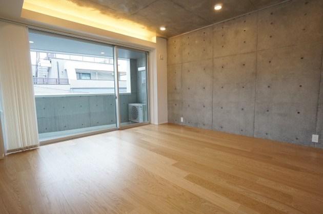 表参道裏。三面採光の築浅SOHO。<p>[渋谷区/23万/41㎡]