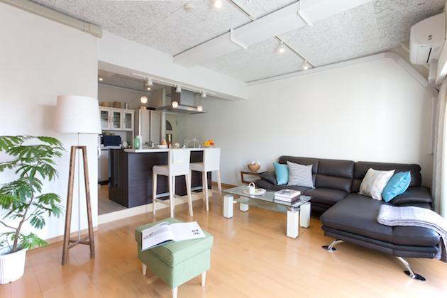 【賃料変更】麻布十番、活気溢れるヴィンテージマンションの一室