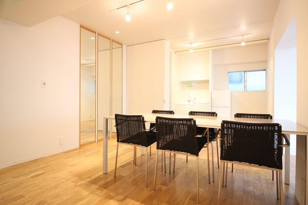 南青山。自由にレイアウト可能な家具付きオフィス。