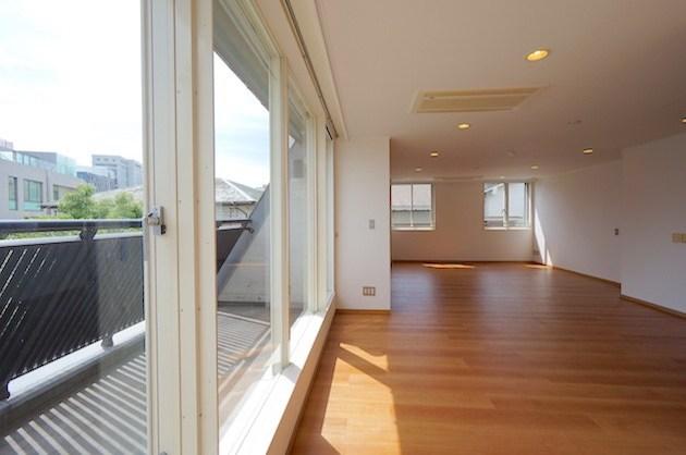 神宮前、最上階のシンプルな1LDKをSOHO利用で<p>[渋谷区/35万/72㎡]