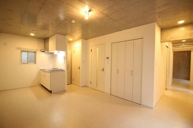 【募集終了】小伝馬町2分、コンクリ×ホワイトの新築デザイナーズSOHO。