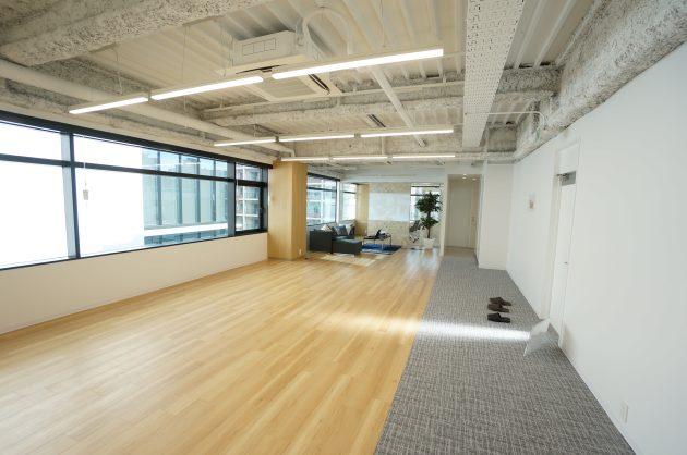 田町。採光・天高・会議室と揃ったリノベオフィス。