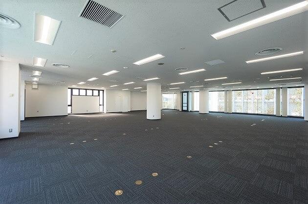 【募集終了】神宮前、ガラス窓×天高で開放的な110坪大規模オフィス。