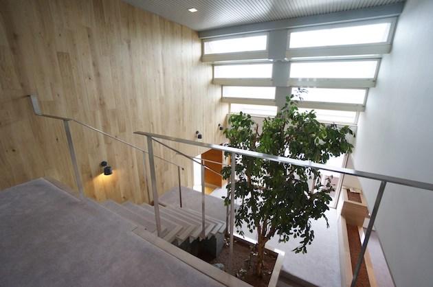 桜新町。ビル最上階、天井高最大6mの特異空間。