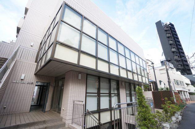 原宿駅3分、神宮前の使い勝手が良さそうなスケルトン空間。