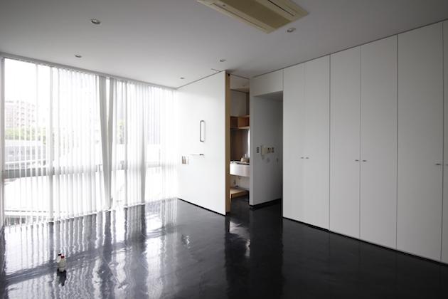 泉岳寺3分、高台に立つ打ち放しデザイナーズ。<p>[港区/18万/39㎡]