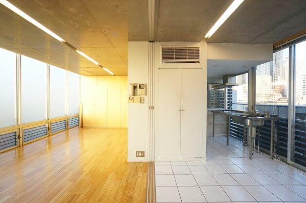 西新宿五丁目、切り替え可能な空間とデザイン