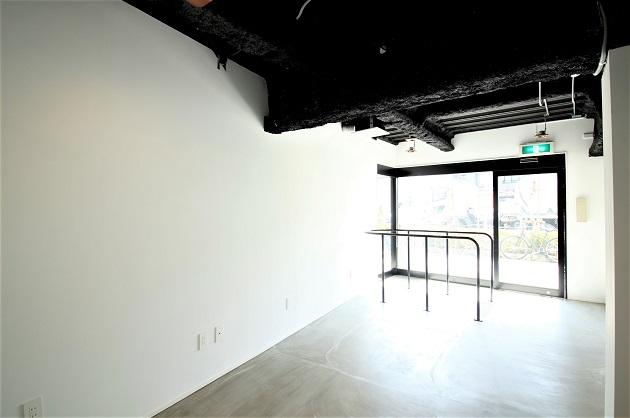 【募集終了】稲荷町4分。アトリエ・ギャラリーに最適、モノトーンメゾネット。