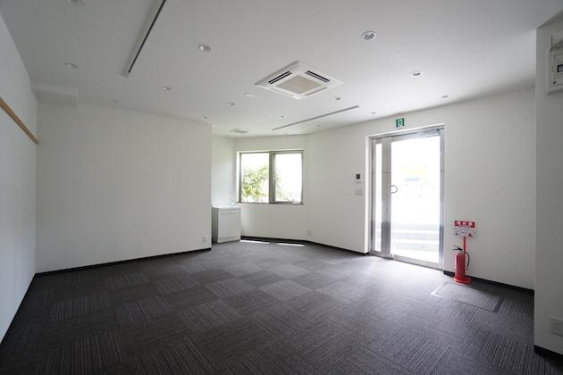 学芸大学8分、道路に面したコンパクトなオフィス・店舗空間。