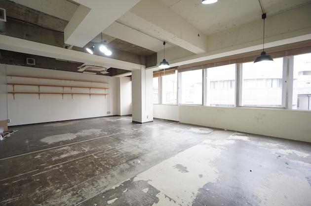 千駄ヶ谷駅7分、ミニマルインダストリアルオフィス会議室付き。