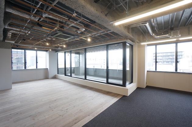 馬喰町の新築デザインオフィス、個性あるインナーバルコニー空間<p>[中央区/130万/186㎡]