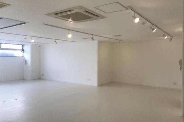 渋谷。真っ白な空間で自分好みのワークプレイスを。<p>[渋谷区/50万/100㎡]