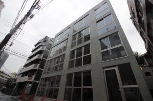 新宿中央公園そば、ガラスカーテンが開放的な新築デザイナーズ<p>[新宿区/57万/85㎡]